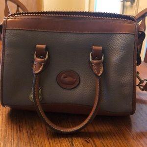 Genuine preowned Dooney & Bourke handbag.